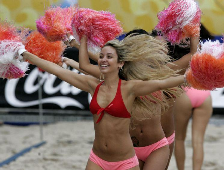 beach-soccer-pom-pom-girls_diaporama.jpg